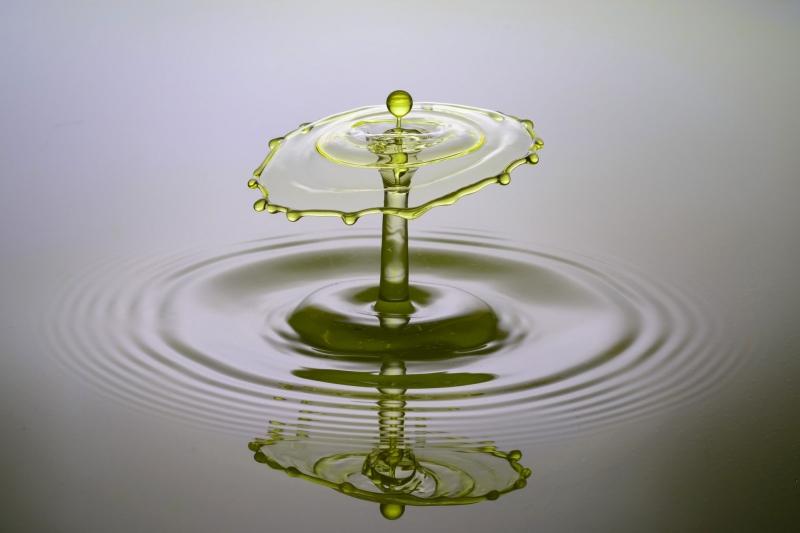 Ein Wassertropfen, aufgenommen in Super-Zeitlupe