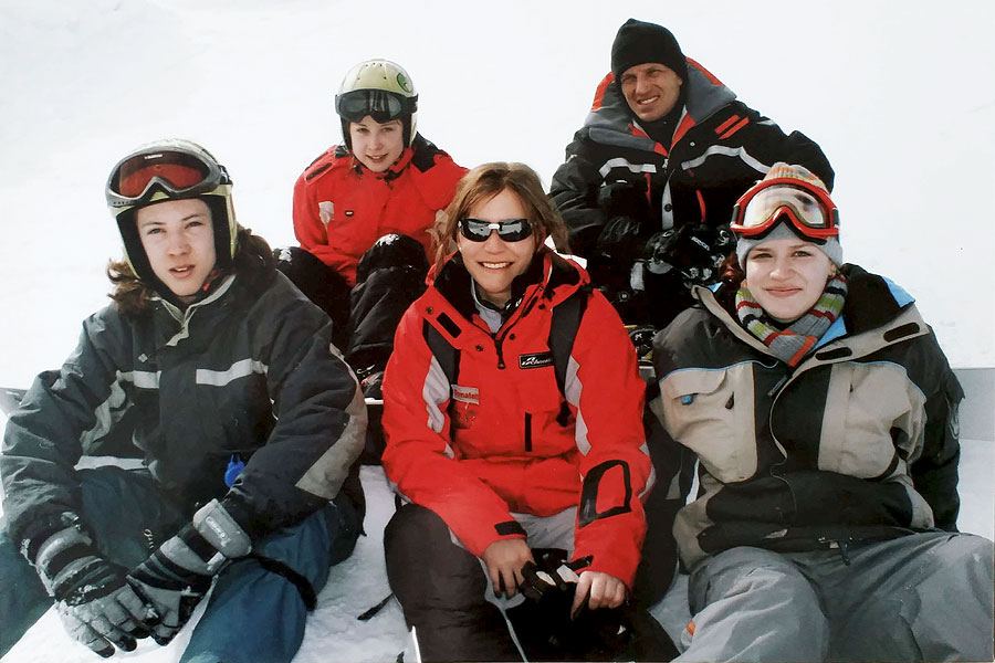 Bernadette Hoerner mit Snowboard-Schülern