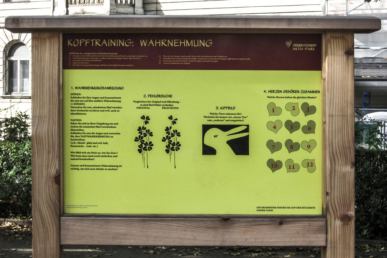 Tafel mit Wahrnehmungs-Übungen im Seniorenpark Wien Rossau