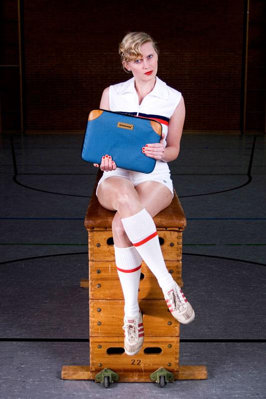 """Modell """"Matte 1"""" von Zirkeltraining – Tasche aus altem Turngeräte-Leder und Turnmatten-Stoff"""