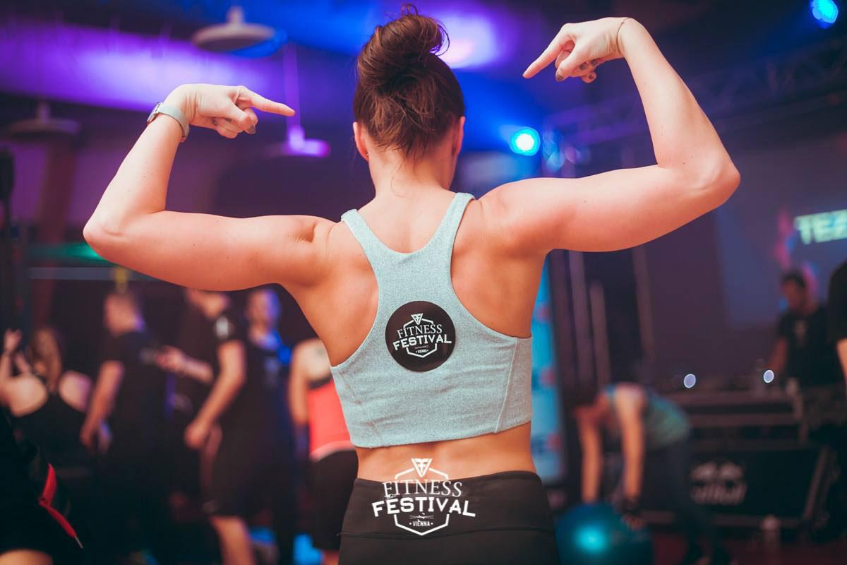 Fitte Frau beim Fitness Festival Vienna im Holmes Place Millennium