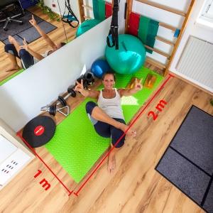 Fitnesstrainerin Bernadette Hörner zeigt ihren kleinen, aber voll ausgestatteten Homefitness-Bereich