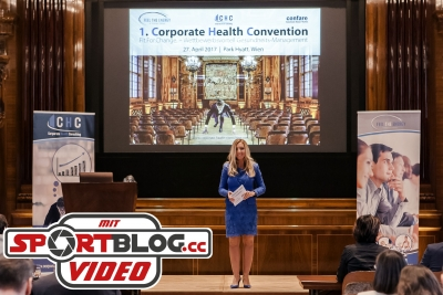 Moderatorin Ina Sabitzer eröffnet die Corporate Health Convention 2017 in Wien