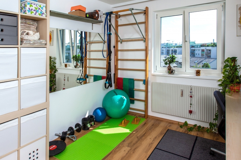 günstig und platzsparend eingerichtetes Fitness-Eck in meinem Zimmer