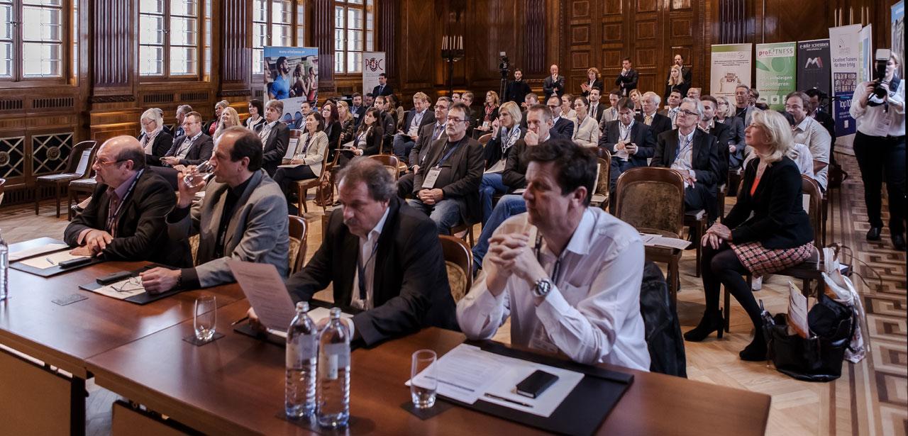 Interessiertes Publikum lauscht Vorträgen auf der ersten Corporate Health Convention in Wien