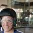 Bernadette Hörner steht vor dem gläsernen Windkanal im Windobona Wien