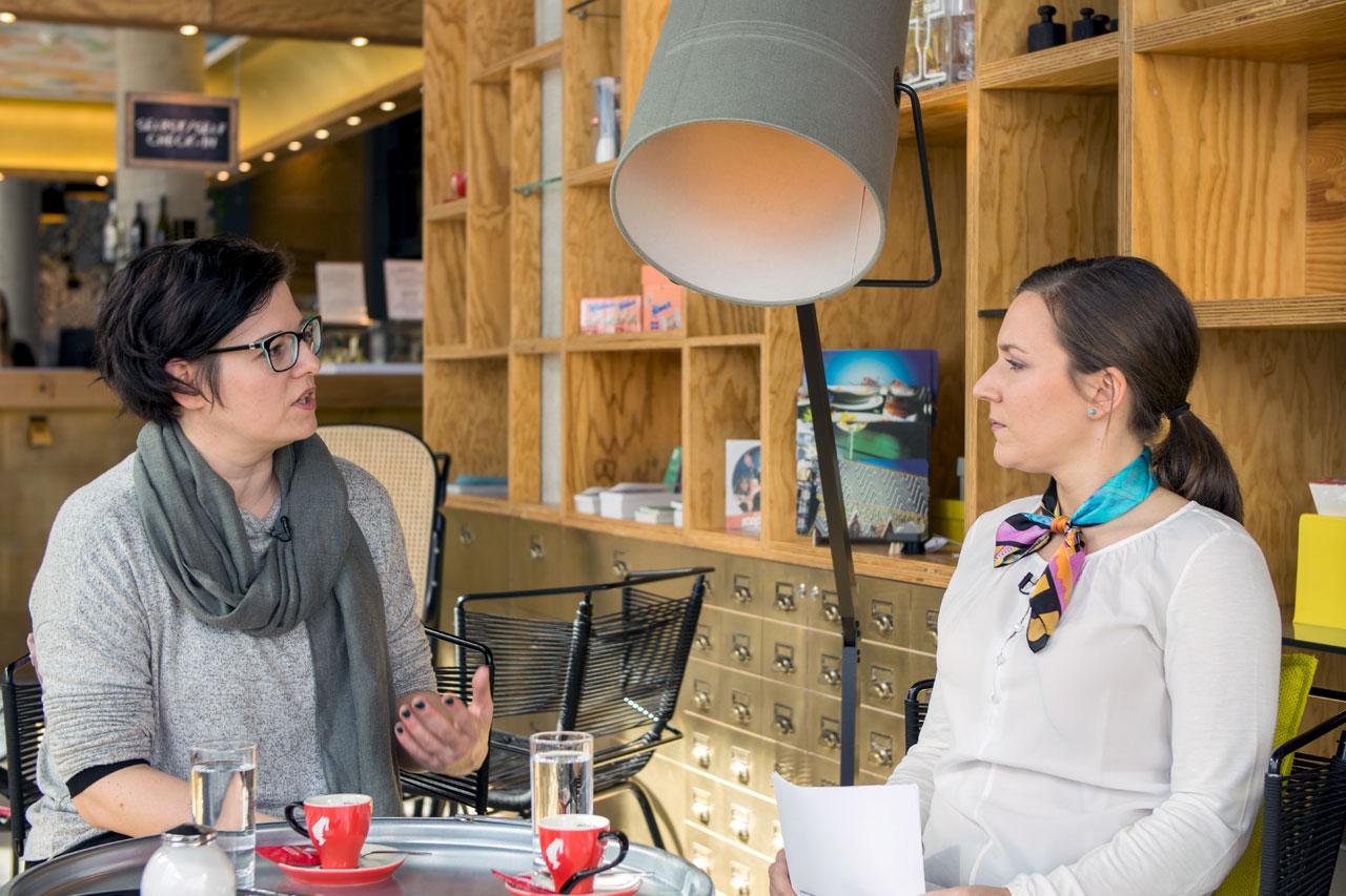 Diätologin Birgit Barilits und Fitness Trainerin Bernadette Hörner diskutieren im Hotel Schani über Paleo-Ernährung