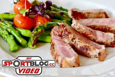 Low Carb Teller mit Fleisch und Gemüse
