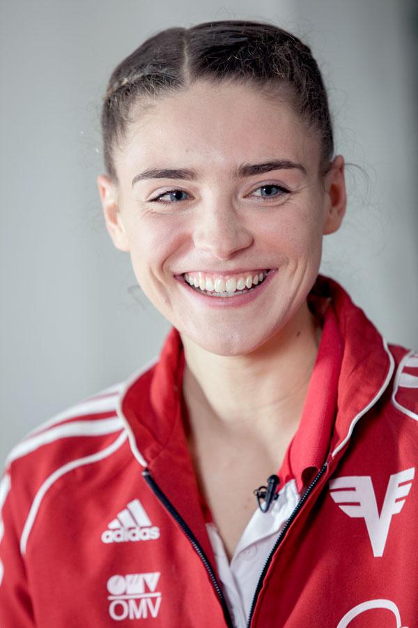 Portraitfoto der dreifachen österreichischen Ropeskipping-Staatsmeisterin Laura Göttfert
