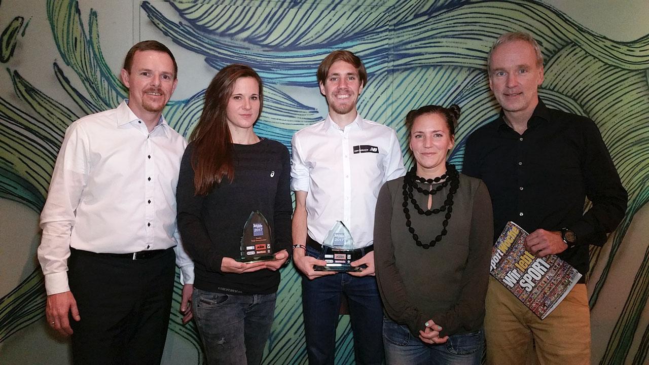 Bernadette Hörner mit Preisträgern Tanja Stroschneider und Christoph Sander sowie Christian-Hendrik Knappe und Christian Drastil von Runplugged-Laufstark