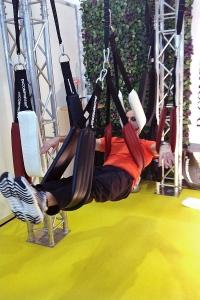 Ed Soliman demonstriert fortgeschrittene Entlastungs-Positionen für die Bandscheiben mit mehreren Decompressit-Slingtrainern