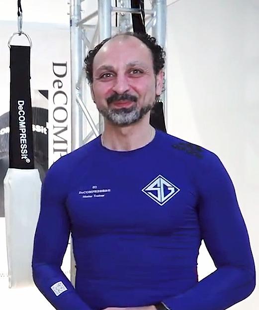 """Portrait-Bild von Ed Soliman, Erfinder und Firmenchef des Rücken-Therapiegeräts """"Decompressit"""""""