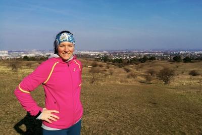 Fitnessjournalistin Bernadette Hörner an ihrem Lieblings-Laufspot in Wien: Dem Wienerberg