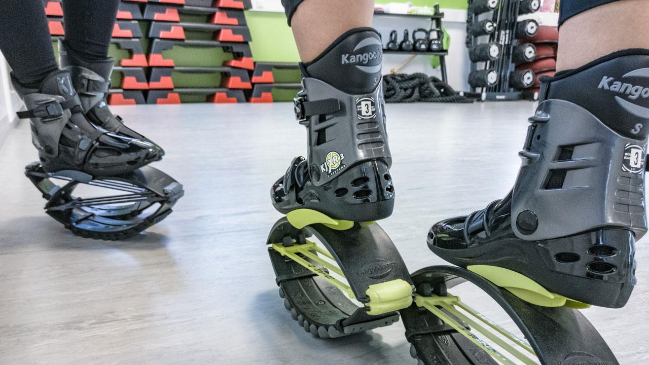 Kangoo Spring-Schuhe in Nahaufnahme. Ort: Fitnessclub Bodystyle in Deutsch Wagram bei Wien